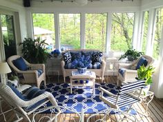 Love the shades of blue......