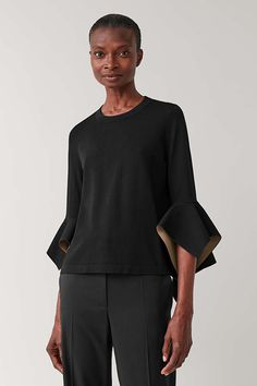 Discover our women's tops: modern styles designed to last beyond the season. Explore timeless blouses and sweatshirts cut from cotton, silk and cashmere. Cut Sweatshirts, Winter Looks, Black And Brown, Black Tops, Knitwear, Women Wear, Sleeves, Model, How To Wear