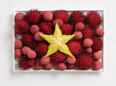 vietnam flag made from food/Rambutan, lychee, starfruit
