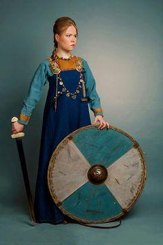 Valkyrie Viking Garb, Viking Reenactment, Viking Costume, Historical Costume, Historical Clothing, Varangian Guard, 15th Century Clothing, Vikings Tv Show, Norse Vikings