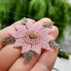 """Instagram'da iğne oyası, handmade: """"👉 @igneoyasi1934 . . ⚘Elinize sağlık... . . #igneoyasi #igneoyalari #dantel #ceyiz #ceyizhazirligi #havlukenari #siparis #elemegi…"""" Diamond Earrings, Instagram, Jewelry, Fashion, Dressmaking, Flowers, Embroidery, Moda, Jewels"""