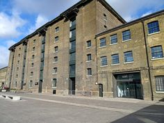 Kings Cross Granary Square, London N1C is a great place to relax, eat and shop