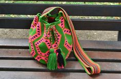 WAYUU BAG – Medium-Sized Mochila. Handwoven by a woman from the Wayuu Tribe. Pink Snake & Green. www.colombiart.co