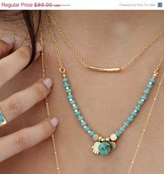 He encontrado este interesante anuncio de Etsy en https://www.etsy.com/es/listing/207018563/4th-of-july-sale-turquoise-gold-necklace