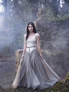 Dagna La joven bruja que llegó a Kells en busca de alguien, acogida con Brendan para cuidar de Kershal, la hija de Kerish y Alyena.
