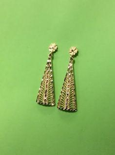 10K drop earrings beautiful detail. #williamsjewellerstoronto