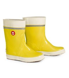I really need to get a pair of these. In blue, please! Vintage Designs, Retro Vintage, Yellow Rain Boots, All Kinds Of Everything, Shades Of Yellow, Flat Shoes, Finland, Rubber Rain Boots, What To Wear