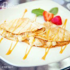 Масленица продолжается! На завтрак берем румяные блинчики: сытные – с семгой; сладкие – с вишней, бананом, яблоками и мороженым, творогом и ягодами; без начинки, но с вкусными добавками.  Какие хотите?) #масленица #блинчики #блины