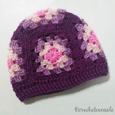 Gorro a crochet tejido con cuadrados granny. Video tutorial con el paso a paso para tejerlo. Filet Crochet, Crochet Motif, Crochet Shawl, Crochet Stitches, Crochet Baby, Owl Crochet Patterns, Knitting Patterns, Crochet Beanie, Knitted Hats