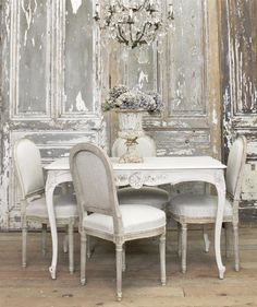 60 Lasting French Country Dining Room Decor Ideas February Leave a Comment French country style is charming, elegant and rather budget-savvy because you can use flea market finds here. French Country Dining Room, French Country Cottage, French Country Style, Dining Room Table Decor, Dining Room Design, Room Decor, Dining Furniture, Room Chairs, Dining Chair