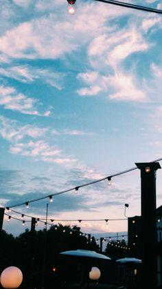 happiness ♕ 𝙽 𝙴 𝙻 𝙻 𝚈 ✰ Hp Wallpaper Hd, Tumblr Wallpaper, Aesthetic Iphone Wallpaper, Screen Wallpaper, Aesthetic Wallpapers, Animes Wallpapers, Cute Wallpapers, Pretty Sky, Sky Aesthetic
