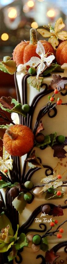 ❇Téa Tosh❇via: http://www.cedarwoodweddings.com/2011/04/aspenbrad-enchanted-halloween-wedding/