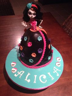 Skelita Calaveras monster high doll cake