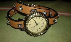 Relogio vintage com pulseira castanha em cabedal com brilhantes e de 2 voltas