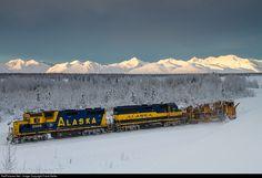 RailPictures.Net Photo: ARR 3005 Alaska Railroad EMD GP40-2 at Broad Pass, Alaska by Frank Keller Dazzle Camouflage, Alaska Railroad, Photography 2017, Train Engines, Photos Of The Week, Train Travel, Aurora Borealis, Locomotive, Nature Photos