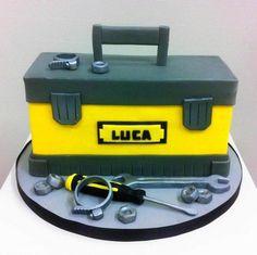 Tool+box+cake+-+Cake+by+Bella's+Bakery