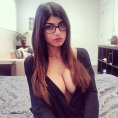 Meet porn star Mia Khalifa — Storify [Slideshow]
