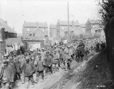 Battle of Vimy Ridge on April 1917 – April The battle between Canadian and German troops in the area of Vimy Ridge during the First World War. Canadian Army, Canadian History, Aragon, World War One, First World, Historical Pictures, Ww1 Pictures, Thing 1, Prisoners Of War