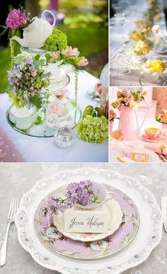 Mesa con tazas y flores
