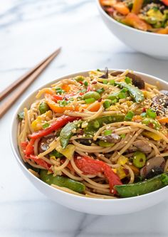 An easy and healthy veggie lo mein recipe with a flavorful ginger sauce. Fast, delicious, and gluten free.
