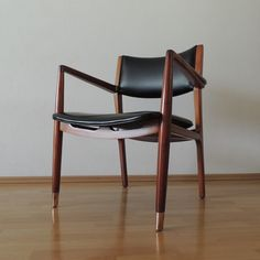Pedro Ramirez Vázquez arm chair by IRGSA S.A., varnished in natural mahogany wood. Original leather.