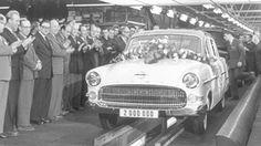 Opel - 1956 - 9. marraskuuta 1956 Rüsselsheimin tuotantolinjalta ajoi ulos kahdesmiljoonas Opel-auto, Kapitän-juhlamalli, jossa oli kullatut somisteet.