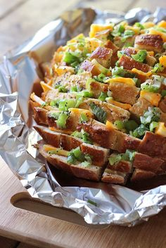 Bloomin' onion bread is the appetizer you're looking for to 'wow' guests. Cheesy, gooey strings of cheese meets crunchy, fresh green onions and poppy seeds!