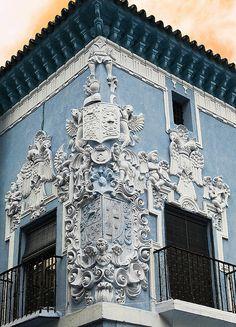 Palacio de Marqués de Monsalud. The first quarter in both armorials belong to the Nieto Family