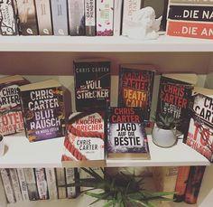 """Kati auf Instagram: """"❤️(Lieblings-)Autor @buecher_klaus fragte neulich, von welchem Autor man die meisten Bücher im Regal stehen hat. 📕 Bei mir lieferten sich…"""" Ursula, Thriller Books, Instagram, Author, Shelf"""