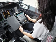 Alaska Airlines ditches paper flight manuals for iPads Aviation Blog, Civil Aviation, Friendship And Dating, Online Friendship, Pilot Uniform, Flight Bag, Alaska Airlines, International Flights, Building For Kids
