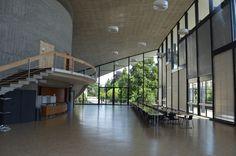 Foyer mit Treppen und Verglasung, Aula des Cedres, gebaut von Jean Tschumi(0), Avenue de Cour 33,1007 Lausanne,Schweiz #Glas #Beton #architektur #architecture #mni|Aula des Cedres[mni_7536] #mni|Lausanne[mni_7525] #Styles|Architekten|Jean Tschumi #Styles|Epoche|1960-1969|1961 #Beton #Glas