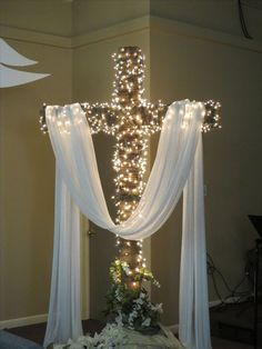 Church Altar Decorations, Church Christmas Decorations, Christmas Stage, Church Flower Arrangements, Church Flowers, Altar Design, Resurrection Day, Church Stage Design, Crosses Decor
