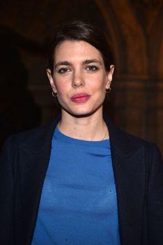 Charlotte Casiraghi (in blu) incanta la Paris Fashion Week  - ELLE.it