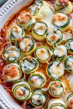 Zucchini cannelloni with ricotta and spinach filling: summer sweet food ahoy! ⋆ Crunchy room - Zucchini cannelloni with ricotta and spinach filling: summer sweet food ahoy! Spaghetti Squash Lasagna, Spaghetti Squash Recipes, Law Carb, Easy Summer Meals, Healthy Comfort Food, Spinach Stuffed Chicken, Pasta, Ricotta, Relleno