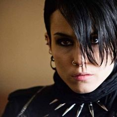 Book and movie worth reading. 'The Girl with the Dragon Tattoo'; Noomi Rapace as Lisbeth Salander. I haven't seen the American version yet. Female Movie Characters, Noomi Rapace, Lisbeth Salander, Stieg Larsson, Arte Cyberpunk, Feminist Icons, Female Character Inspiration, Attractive People, Lany