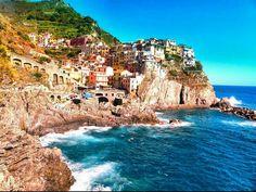 Italia il bel paese  #italia #italy #liguria #cinqueterre #manarola #colori #color #mare #sea #sole #sun #ricordi #remember #case #home #bello #beautiful #paese #country by sonisen