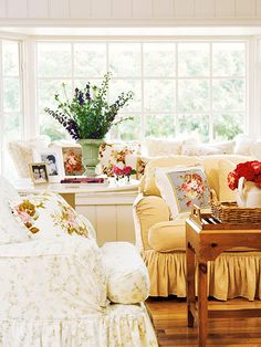 Dias de sol.  http://www.bhg.com/decorating/decorating-style/cottage/cottage-style-decorating-ideas/#page=2