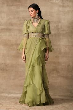 Indian Fashion Dresses, Indian Gowns Dresses, Dress Indian Style, Indian Designer Outfits, Fashion Outfits, Dresses For Women, Indian Fashion Trends, Saree Fashion, Pakistani Dresses