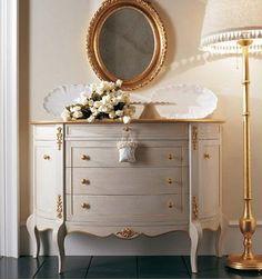 Saracino Arreda presents GIUSTI PORTOS - Wooden dresser hand painted ivory finish with special gold Tudor Iron Furniture, Luxury Furniture, Vintage Furniture, Painted Furniture, Furniture Design, Dressing Design, Living Room Decor, Bedroom Decor, Furniture Restoration