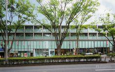 Omotesando Hills (表参道ヒルズ). / Architect : Tadao Ando (設計:安藤忠雄建築研究所、森ビル).