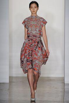Costello Tagliapietra Spring 2012 Ready-to-Wear Fashion Show - Lina Zhang