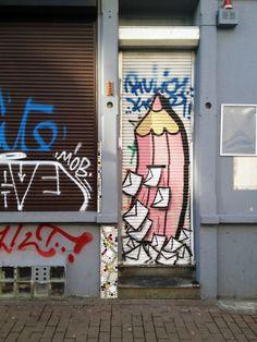 """© PdeB Depuis deux ans, j'ai dans l'idée de chasser le tag/graffiti """"crayon"""" dans la ville de Bruxelles. Mon but est d'en recenser le plus possible ! - Since two years I am chasing the pencil tags in Brussels (Belgium). My purpose is to discover a lot of them !"""