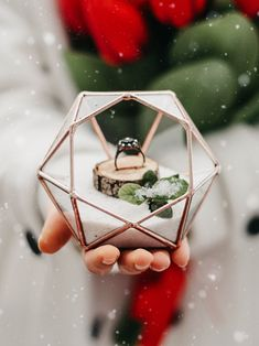 While spring and summer might be the most popular months to tie the knot, winter has its own charm and sense of mysticism making it a magical time for weddings. #winterwedding #valentinesdayproposal #weddingring #marriageproposal #weddingplanner #weddingplanning #diamondring #snow