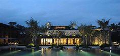 Alila Villas Soori is a beachfront resort located on the southwest coast of Bali, near the Tanah Lot Temple. Luxury Hotel Design, Luxury Villa, Beautiful Dream, Beautiful Hotels, Scda Architects, Bali Architecture, Swimming Pool Photos, Swimming Pools, Design Industrial
