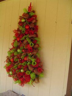 Wall hanging deco mesh christmas tree