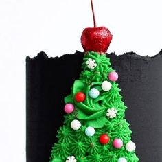 Ana Licona (@mrsanali1973) • Instagram photos and videos Christmas Tree Cake, Christmas Ornaments, Buttercream Techniques, Cupcake Cakes, Cupcakes, Tree Cakes, Holiday Decor, Sweet, Desserts