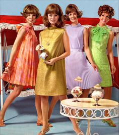 Retro fashion pictures from the and 60s And 70s Fashion, Mod Fashion, Fashion Mode, Fashion Photo, Vintage Fashion, Fashion Trends, Club Fashion, Party Fashion, Retro Mode