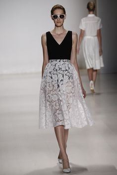 Erin by Erin Fetherston RTW Spring 2015 / Beautiful floral lace skirt #NYFW