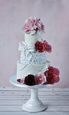 Sweetlake Cakes; Dramatically Gorgeous Wedding Cakes from Sweetlake Cakes - MODwedding