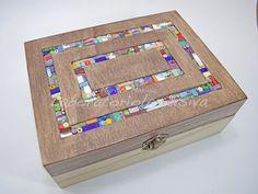 Scatola portagioie in legno bicolore con inserto in mosaico multicolor